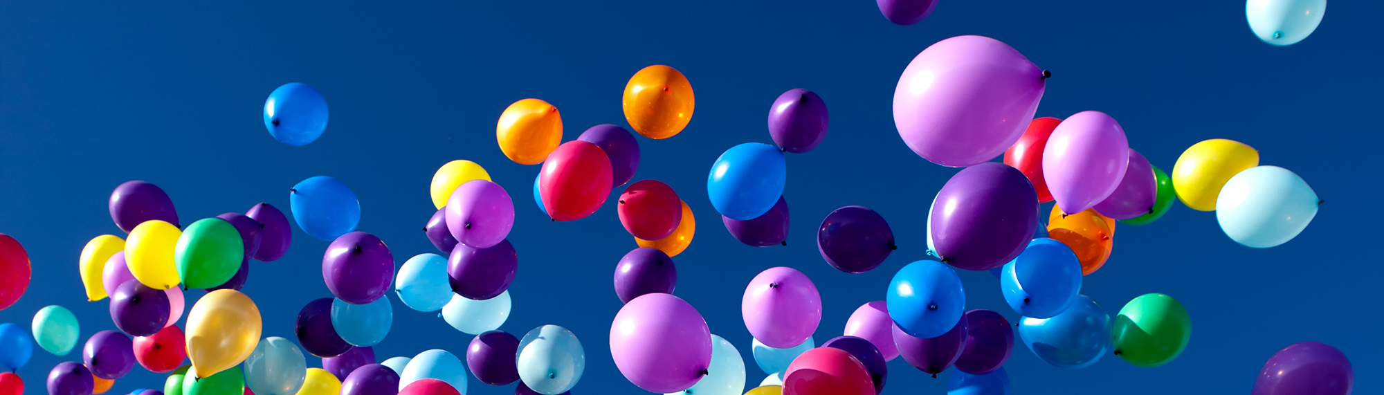 colorful-balloons-flying-in-the-sky-party